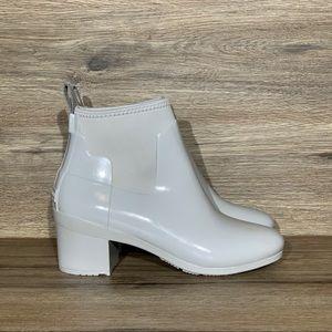 Hunter Refined Gloss Mid Heel Gray Boot Sz-8